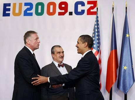 Mirek Topolánek, Karel Schwarzenberg a americký prezident Barack Obama na summitu EU-USA v Praze.
