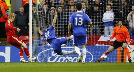 Liverpool - Chelsea: Torres a Čech