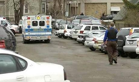 V imigrační centrum v Binghamtonu útočník postřelil 4 lidi. (3. duben 2009)
