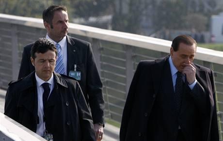 Italsk� premi�r Berlusconi na summitu NATO.