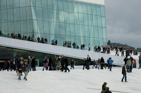 Okolí Grand opery za běžného dne