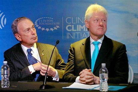 Americký exprezident Bill Clinton a newyorský starosta Michael Bloomberg na tiskové konferenci o renovaci Empire State Building