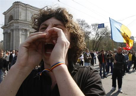 Protikomunistické demonstrace v moldavské metropoli (8. 4. 2009)
