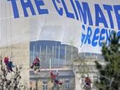 Horolezci z Greenpeace zavěšují pod Nuselský most v Praze transparent, vyzývající účastníky summitu USA a zemí k ochraně klimatu (5. dubna 2009)