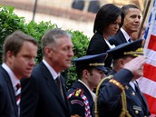 Barack Obama s manželkou Michelle na Hradě vedle Mirka Topolánka a Martina Bursíka (5. dubna 2009)