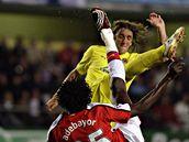 Villarreal - Arsenal: Adebayor a Gonzalo Rodriguez
