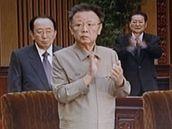 Kim Čong-il se po měsících ukázal na veřejnosti (snímek z videozáběru)