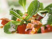 Salát s červenou řepou, polníčkem a semínky
