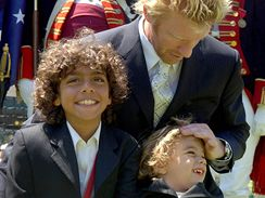 Boris Becker se syny Noahem (vlevo) a Eliasem (2003)