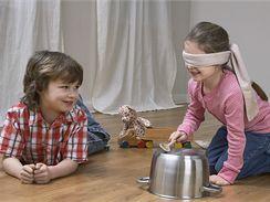 Někdy stačí ostré hrany nádobí nebo hraček a ošklivý šrám na podlaze je na světě.