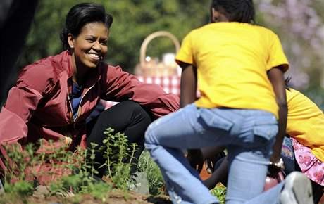 Michelle Obamová zřídila v Bílém domě zeleninovou zahradu (9. dubna 2009)
