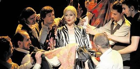 Muzikálové zpracování životního osudu významné osobnosti novodobých dějin Evy Perónové připravilo Městské divadlo Brno v hlavní roli s Hanou Holišovou