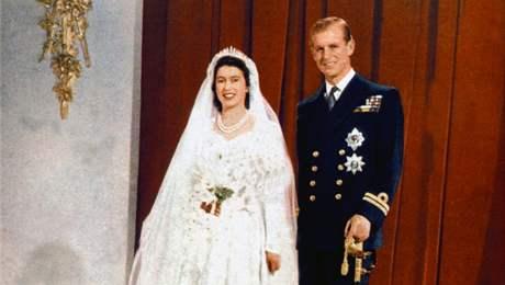 Oficiální svatební foto Alžběty II. a prince Filipa. (rok 1947)
