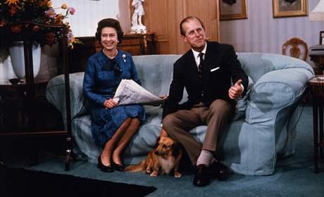 Královna Alžběta II. a princ Filip na zámku Balmoral v roce 1976.