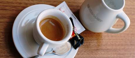 Káva v Liberty café byla silná a lahodná