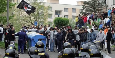 Nepokoje v obci Krupka. (18. dubna 2009)