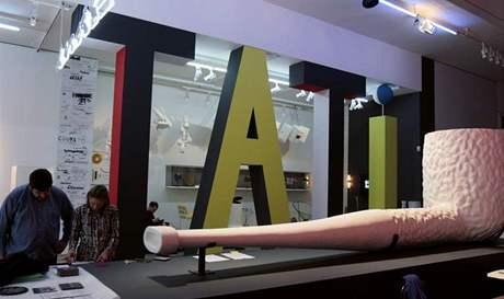 Dýmka režiséra Jacquese Tatiho jako umělecký artefakt