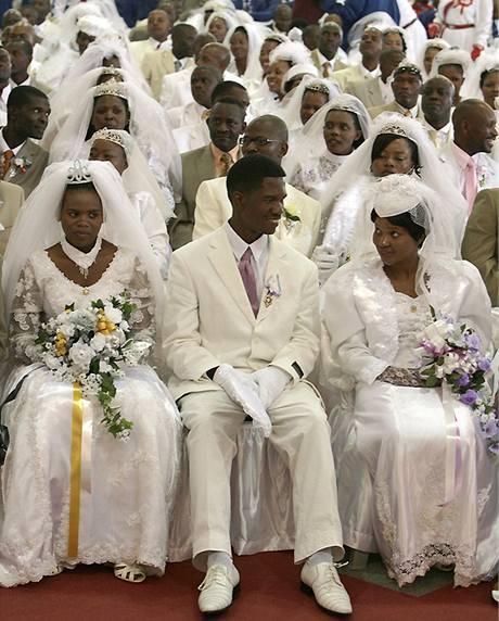 Velikonoční neděli si za svůj den D zvolilo sto jihoafrických párů.