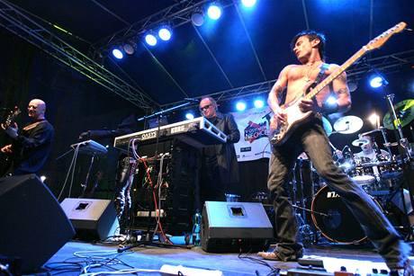Ministr v demisi Michael Kocáb vystoupil na koncertě proti neonacismu.