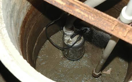 Čerpadlo teď už saje jen vodu z pramenu