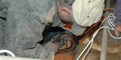 Studnařům se kouslo čerpadlo