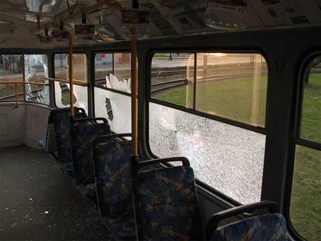 Jedna z vandaly poničených ostravských tramvají