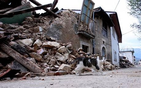 Ulice měst v italském kraji Abruzzo po zemětřesení