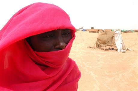 V Dárfúru lidé žijí v provizorních obydlích už šest let