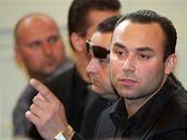 Příbuzní a blízcí zastřeleného Václava Kočky mladšího u soudu při vyhlašování rozsudku