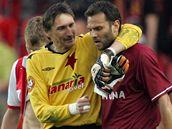 Slavia - Sparta: Martin Vaniak (vlevo) a Patrik Berger