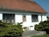 Branovská Rybářská bašta, na hospodě je pamětní deska Oty Pavla