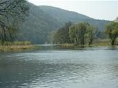 Nádherná široká česká řeka Berounka