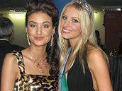 Miss Universe Slovenské republiky Denisa Mendrejová (vpravo)