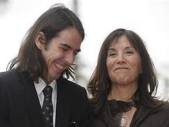Člen The Beatles George Harrison má posmrtně hvězdu na hollywoodské chodníku slávy - manželka Olivia a syn Dhani