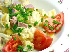 Téměř v každé rodině se dědí recept na nějaký ten vajíčkový salát nebo pomazánku.