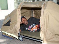 Pojízdný stan pro bezdomovce