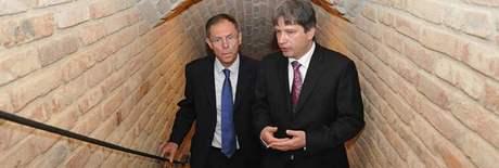 Jan Švejnar a Roman Onderka v podzemí Nové radnice v Brně