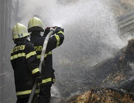Požár skladu slámy v Trutnově (26.4.2009)