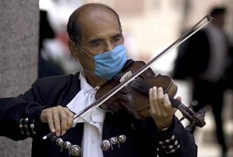 Přes osm desítek obětí si v Mexiku už zřejmě vyžádal nový virus prasečí chřipky. Dalších zhruba 1300 lidí se jím v zemi mohlo nakazit.