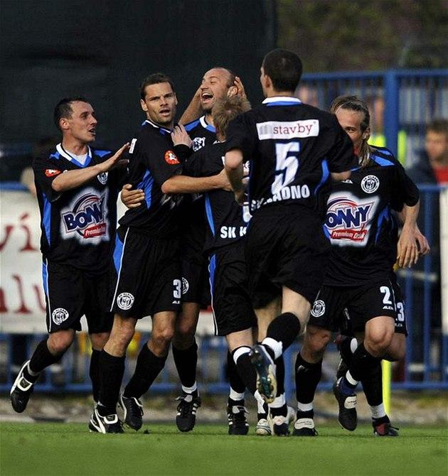 Kladno: Pavel Drsek (uprost�ed) slaví gól