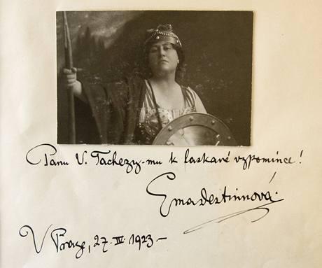 Vzkaz Emy Destinnové v návštěvní knize hotelu Palace.