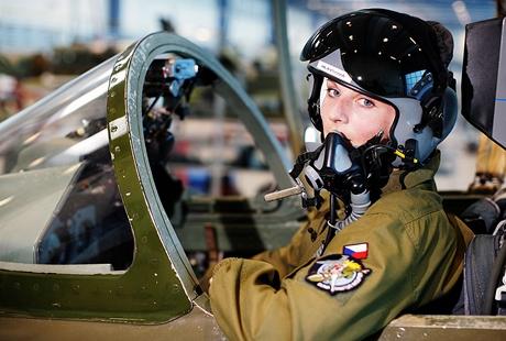 Poručík Kateřina Hlavsová - pilotka bojového letounu AČR