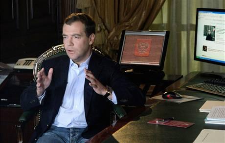 Ruský prezident Dmitrij Medveděv natáčí videoblog pro ruskou verzi LiveJournal. (22. dubna 2009)