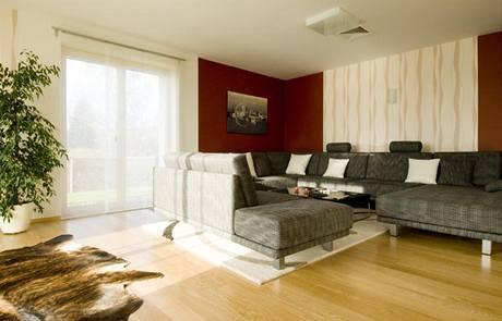 V interiéru převažují tlumené zemité barvy