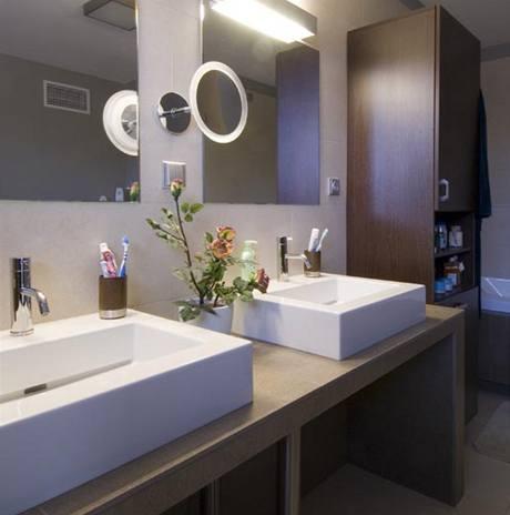 Design koupelny koresponduje s architekturou domu