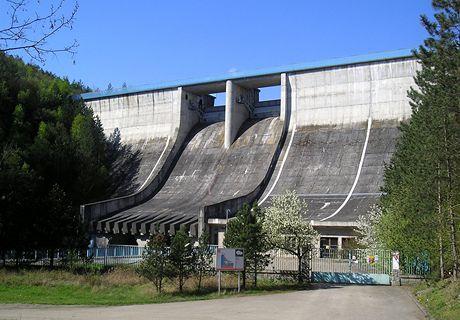 Hráz Mohelenské přehradní nádrže