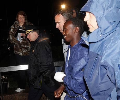 Zadržený pirát Abdul Kadhir Muse dorazil do USA (21. dubna 2009)