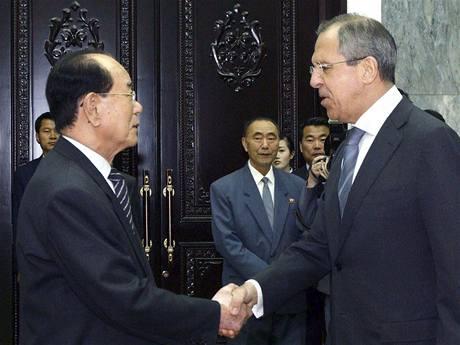 Ruský ministr zahraničí Sergej Lavrov během návštěvy Severní Koreje (24. dubna 2009)