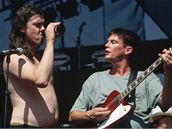 Butthole Surfers (Lollapalooza, 1998) - zpěvák Gibby Haynes, kytarista Paul Leary