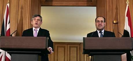 V Lodn�n� se dnes se�li britsk� premi�r Gordon Brown a jeho ir�ck� prot�j�ek N�r� M�lik�. Britsk� jednotky �derem poledne ukon�ily po �esti letech misi v Ir�ku. (30. dubna 2009)